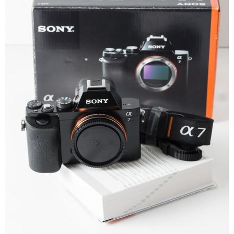 Cámara Formato completo Sony Alpha-7 con Vario-Sonnar 24-85
